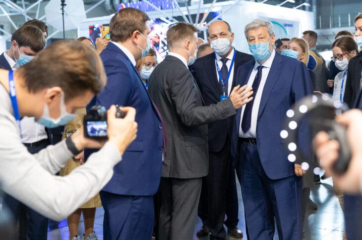 Сенатор Аркадий Чернецкий открыл строительный форум в Екатеринбурге