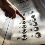 Мэрия опровергла информацию об обрыве троса лифта на западе Москве